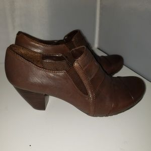 Baretraps Brown Booties Size 71/2 Excellent Condit